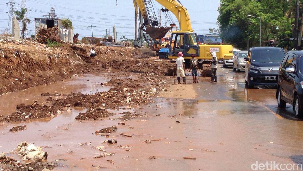 Warga Protes Genangan Air di Pembangunan Jalan Layang Non Tol Pluit