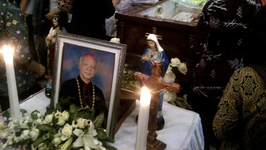Kenangan Gubernur Ganjar Diajak Selfie Uskup Agung Semarang di Rumah Sakit