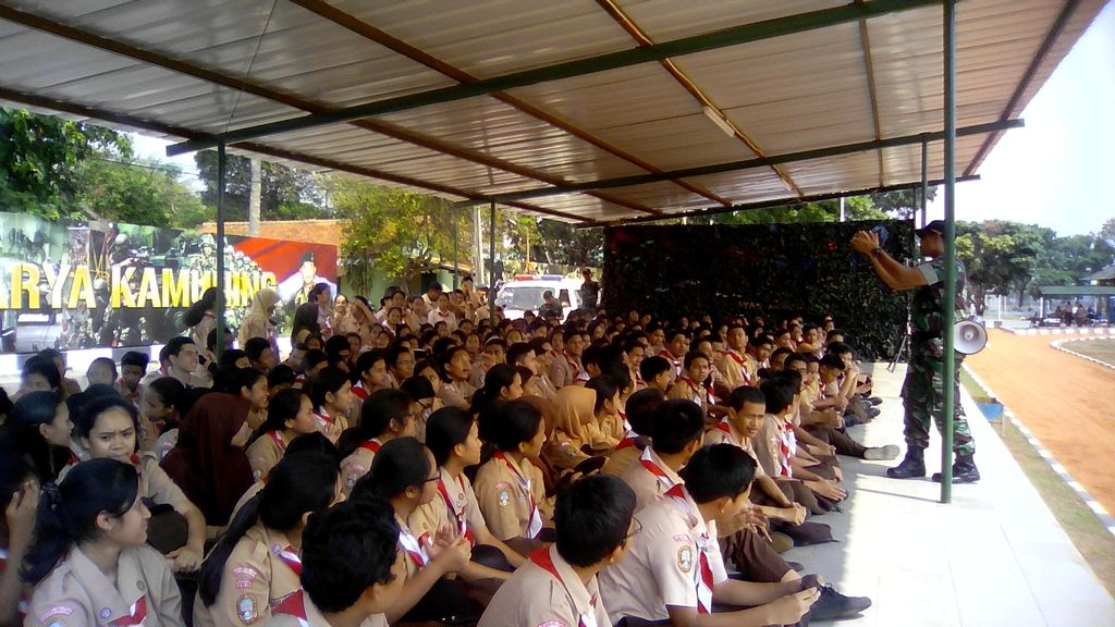 Atasi Tawuran, SMAN 70 Bulungan Dilatih Letkol Agus Yudhoyono Bela Negara