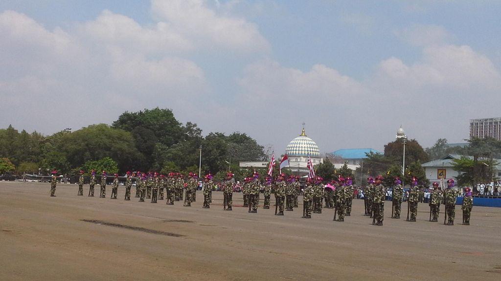 HUT ke-70 Marinir TNI AL, Siswa SD Gelar Parade Senjata