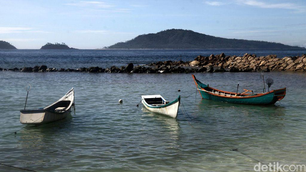 Ada Minyak Keluar dari Pasir Pantai Aceh Barat, Warga Berebutan Mengambil