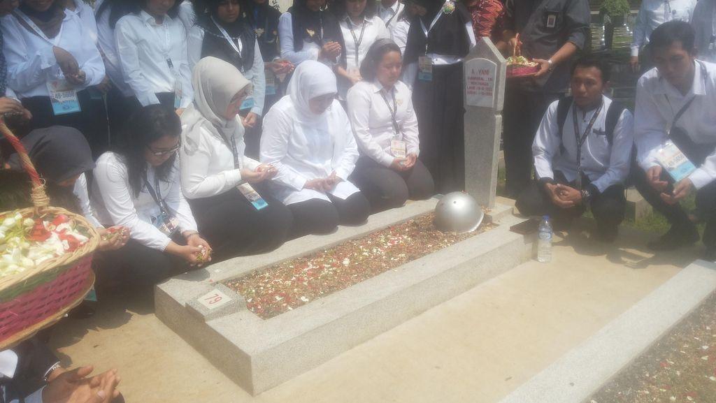 Mensos Khofifah Ajak Siswa LPDP Hormati Pahlawan