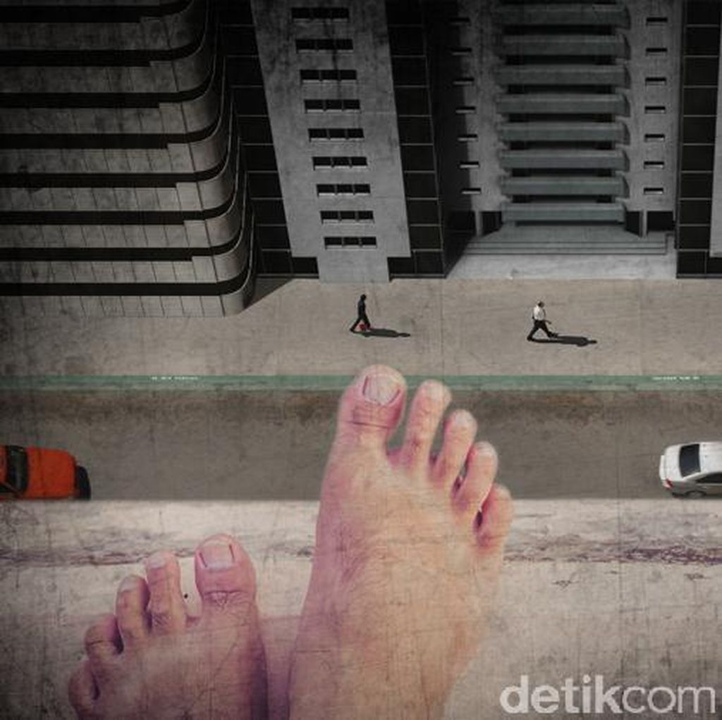 Lompat dari JPO, Waria Timpa Mobil di Tol Pulo Gebang