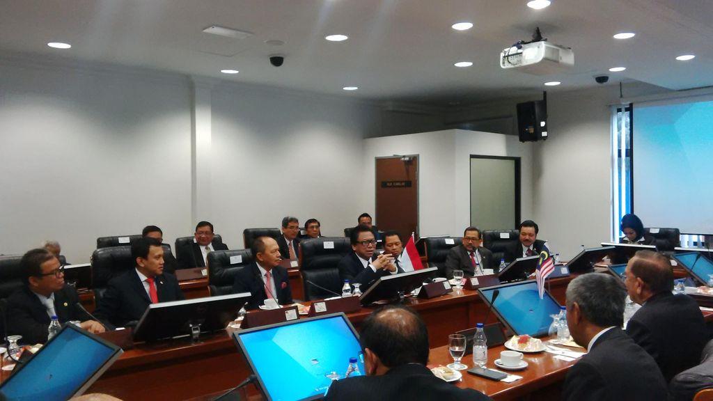 Kunjungan ke Kuala Lumpur, Tim Delegasi MPR Bertemu Senator Malaysia