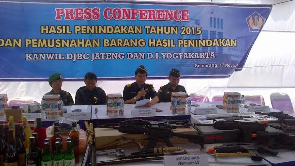 Ribuan Legging Dimusnahkan di Semarang
