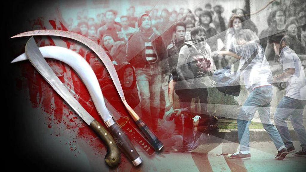 Massa Pendukung Calon Bupati Gowa Bentrok dengan Polisi