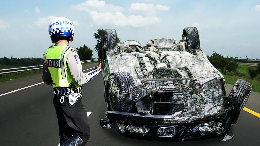 Mobil Boks Terguling di Tol BSD arah Pondok Indah, Lalu Lintas Macet