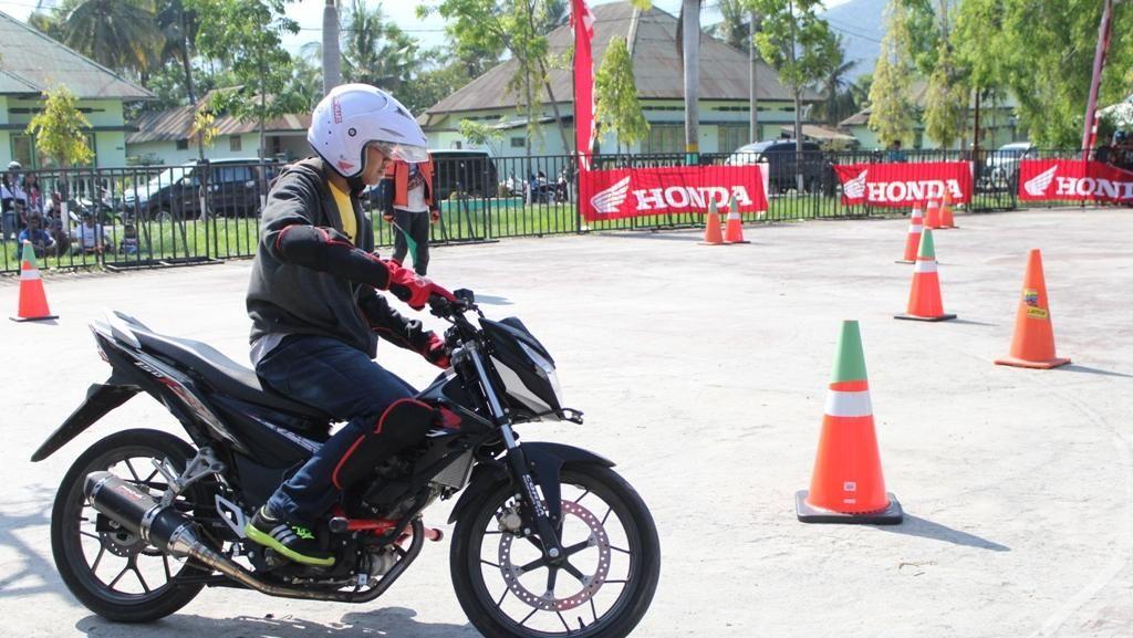 New Honda Sonic 150R Pacu Adrenalin Pelajar di 3 Kota