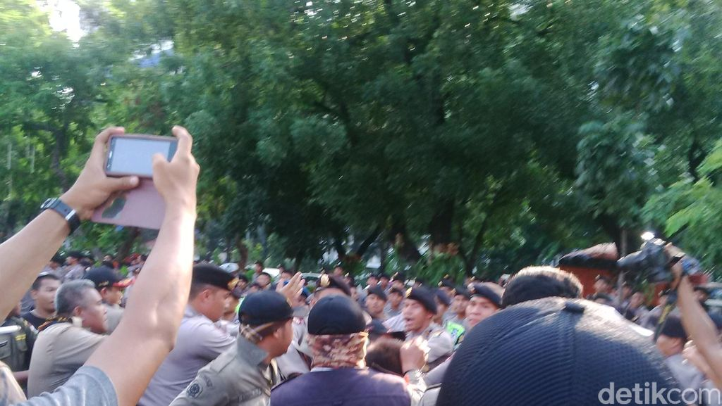 Demo Satpol PP di Depan Istana Merdeka Sempat Ricuh