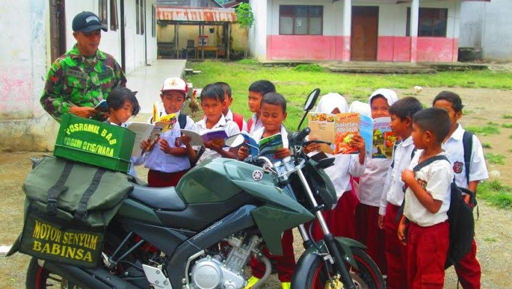 Motor Senyum Kopda Indra Gani ini Beri Pencerahan Anak-anak di Aceh