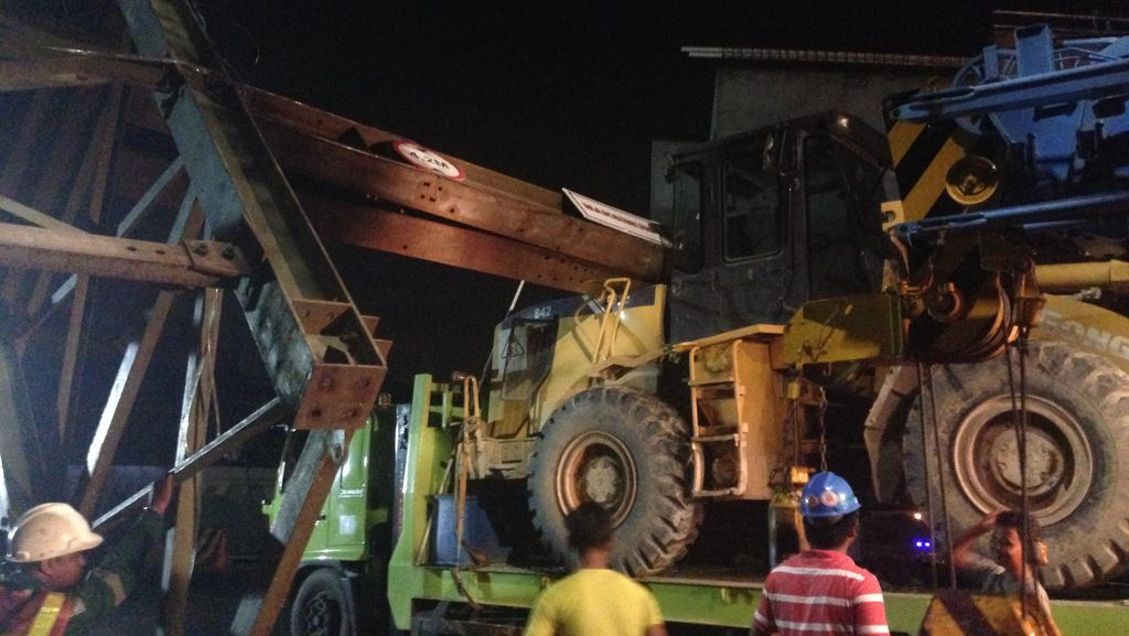 Truk Nyangkut yang Bikin Macet Parah di Bandara Cengkareng Akhirnya Dievakuasi