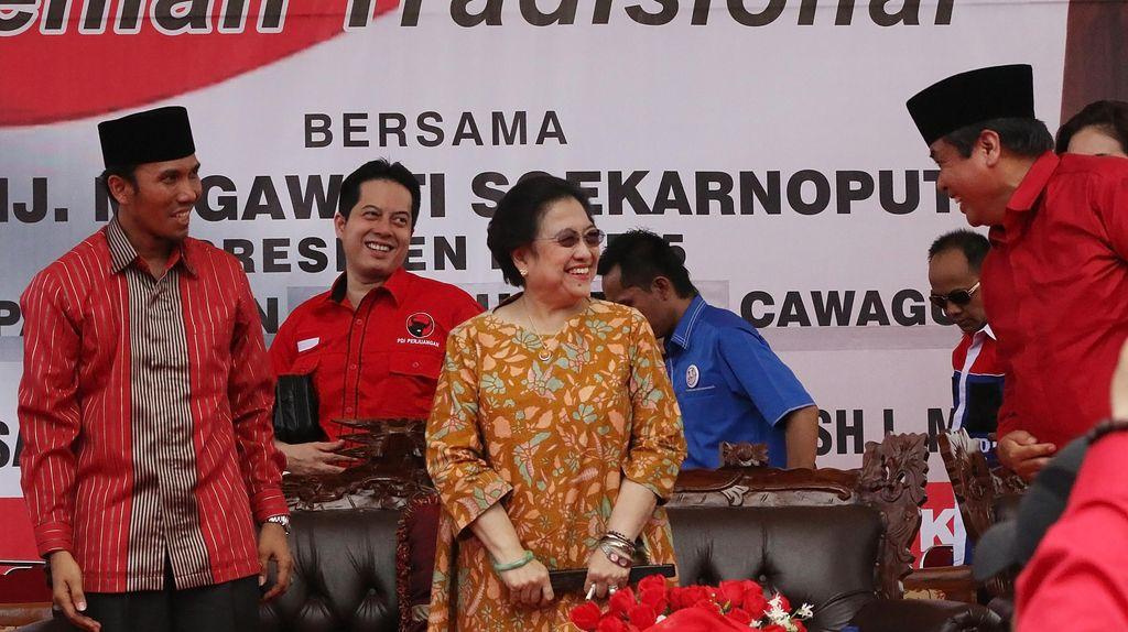 Megawati Terbang ke Jambi Beri Dukungan untuk Jagoannya di Pilgub