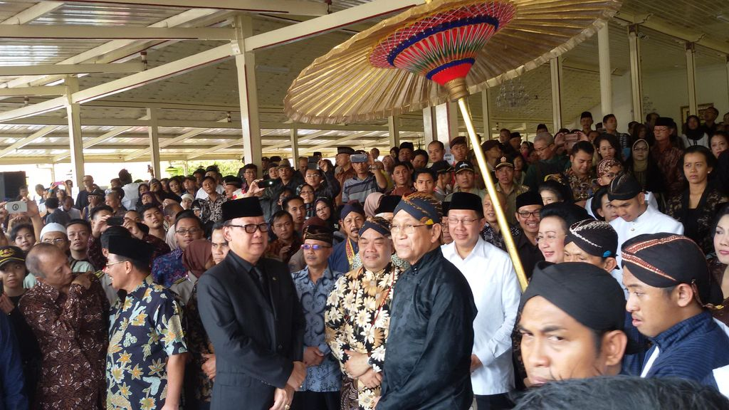 Sultan HB X, Menag Lukman dan Din Syamsuddin Lepas Jenazah Paku Alam IX