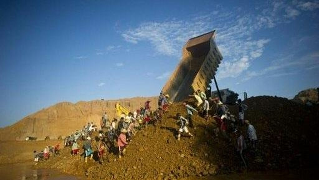 Longsor, 30 Pencari Batu Berharga di Myanmar Tewas