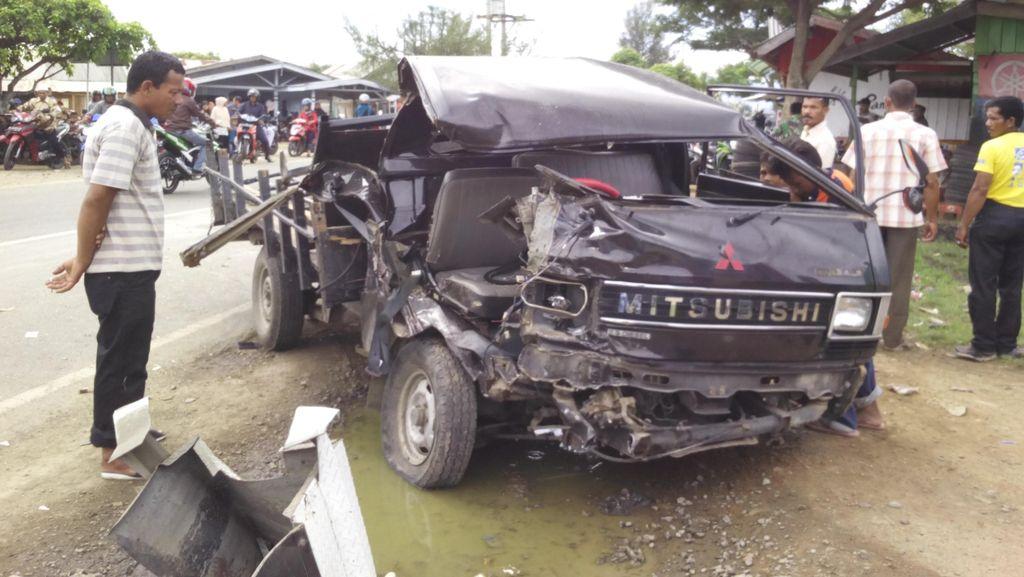 Truk Tangki Adu Banteng dengan Pikap di Aceh Besar, 3 Orang Terluka