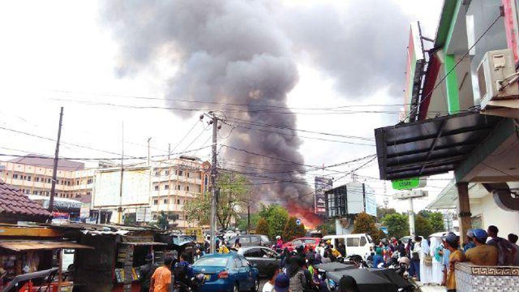 Bangunan di Samping Universitas Pamulang Terbakar, 7 Pemadam Diterjunkan