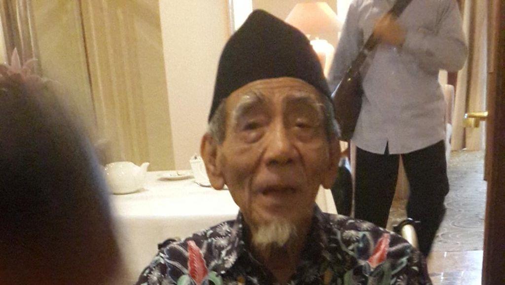 Setelah Bertemu Prabowo, Mbah Moen Ingin Bertemu Presiden Jokowi