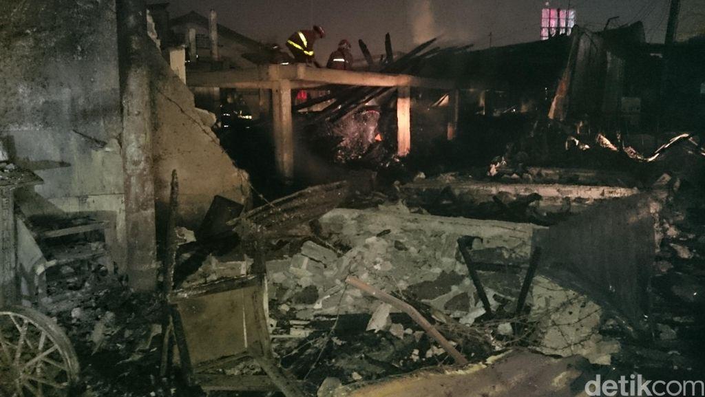 10 Warung Jajanan Ludes dalam Kebakaran di Samping Unpam