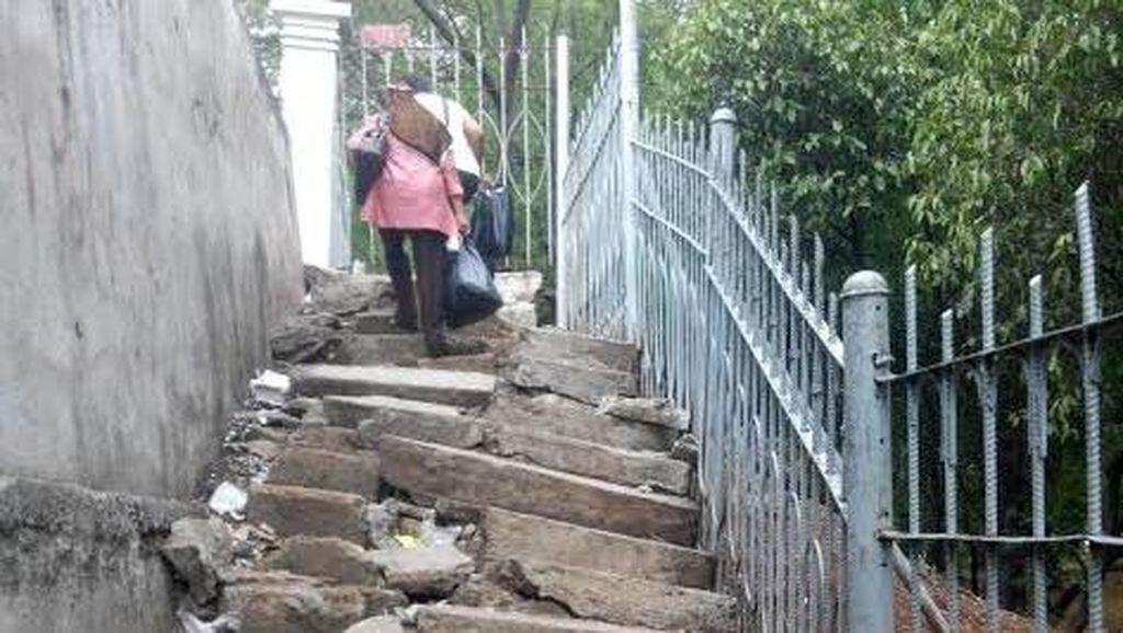 Ahok Ditantang Bereskan JPO di Jatinegara yang Merisaukan Warga