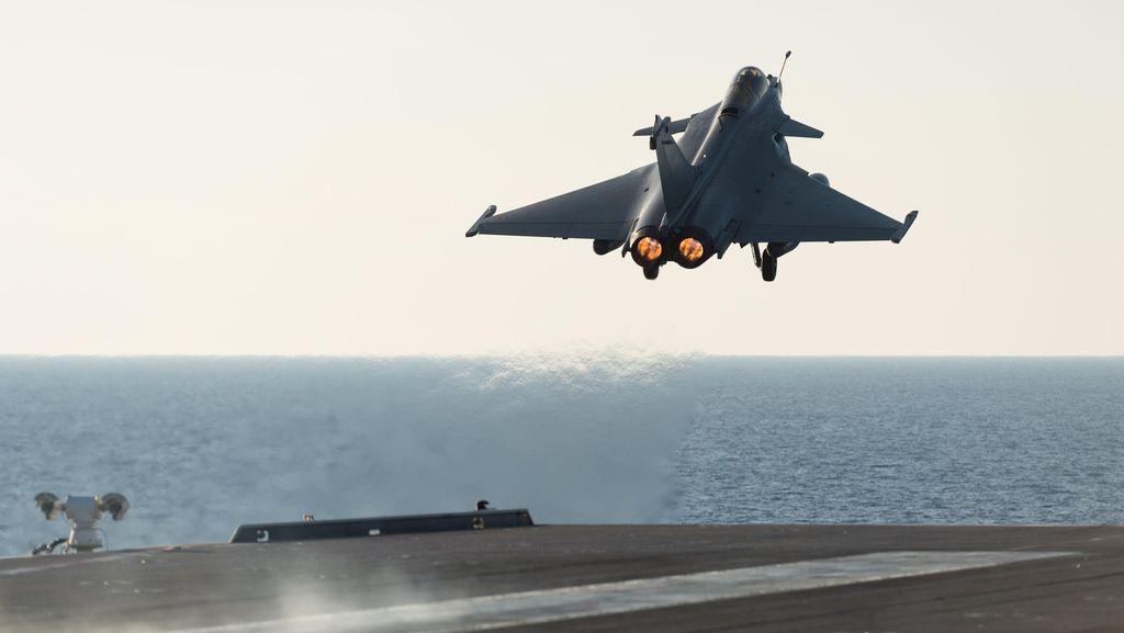 Jet Tempur AS Jatuh Saat Latihan di California, Pilot Tewas