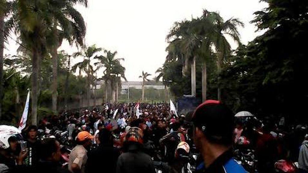 Begini Demo Buruh Konvoi di Jalan, dari Karawang Sampai Bekasi