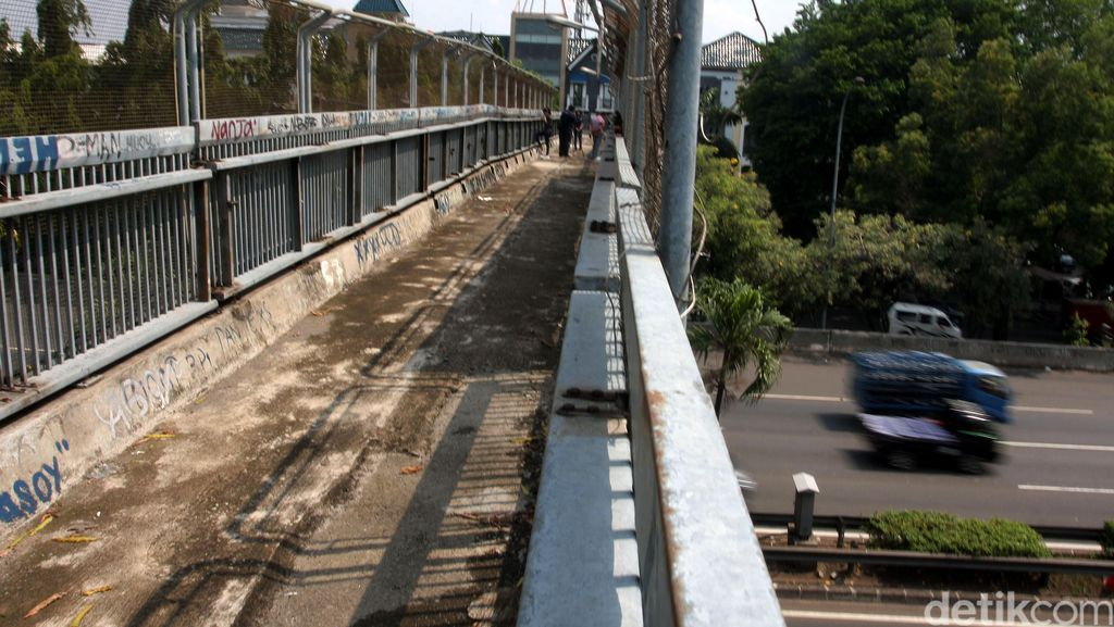 Polda Metro: Beberapa Jembatan Penyeberangan di Jakarta Sangat Rawan!