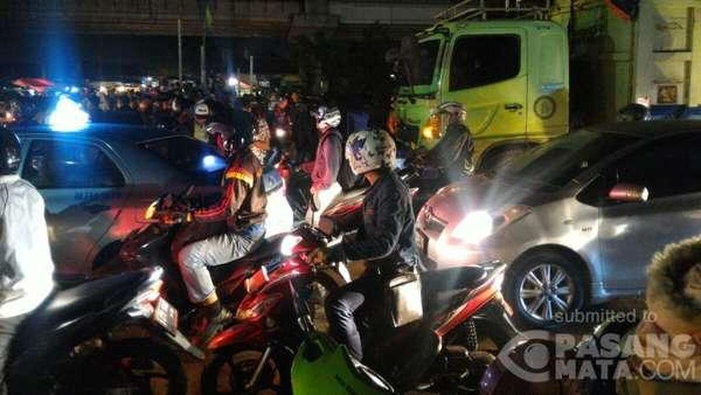 Imbas Kecelakan Truk yang Menabrak Pemotor, Kalimalang Macet Parah