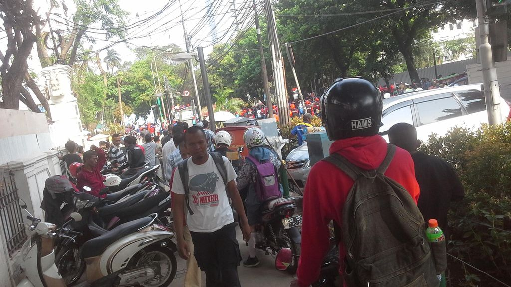 Bubar Demo, Buruh Tumpah di Jalan Kebon Sirih