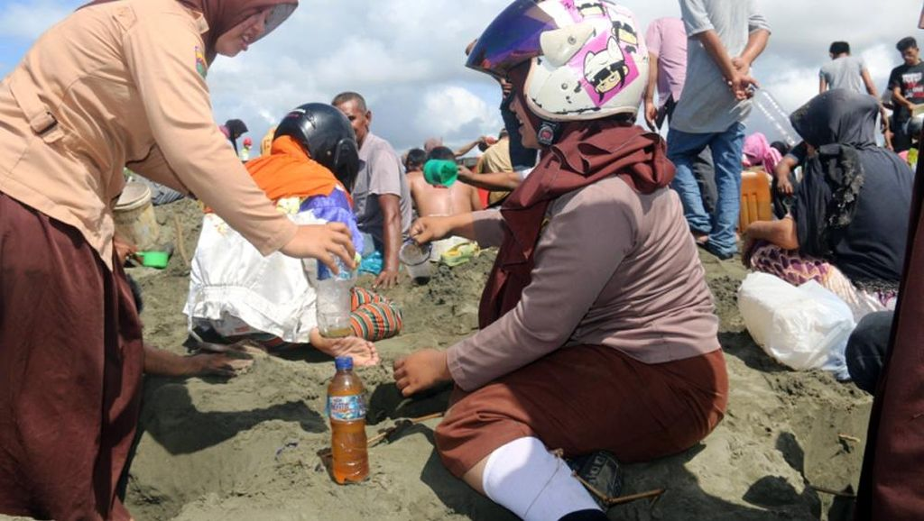 Pertamina Tutup Lokasi Keluarnya Minyak di Pantai Aceh Barat