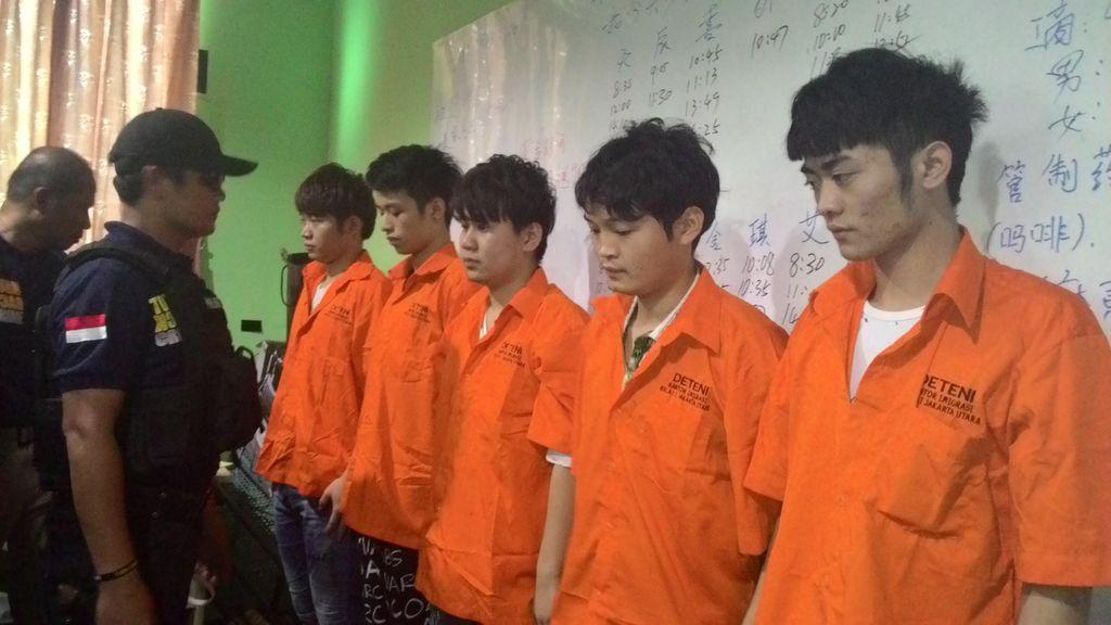 Polisi Gerebek Markas Penipuan Cyber Jaringan WN China di Mangga Dua Square
