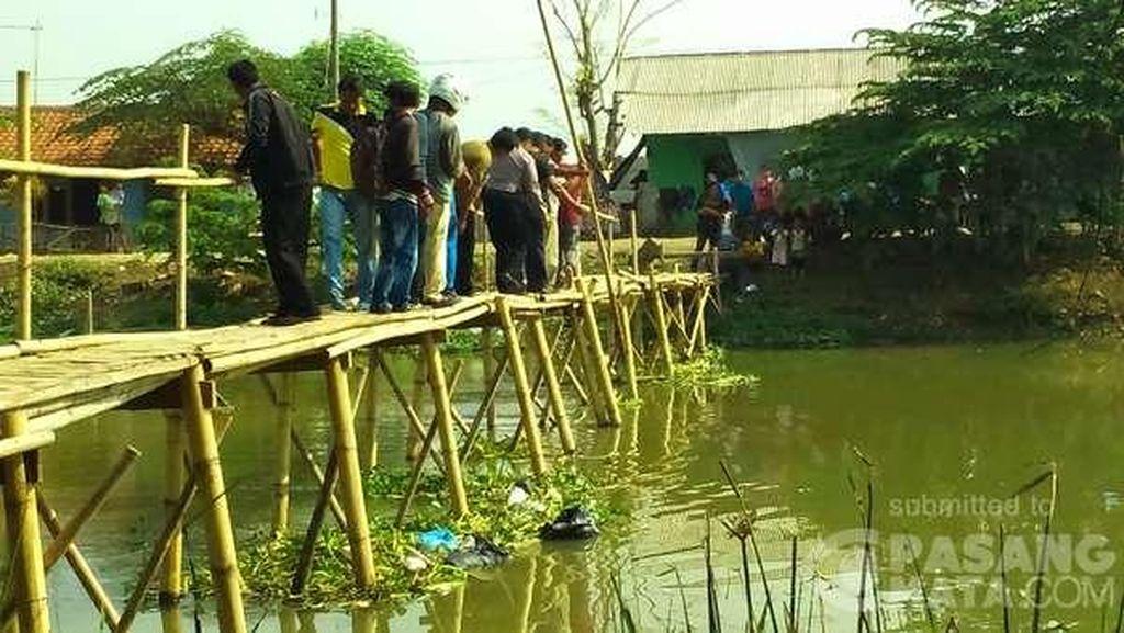 Kakek Atim Tewas Tersangkut di Jembatan Bambu