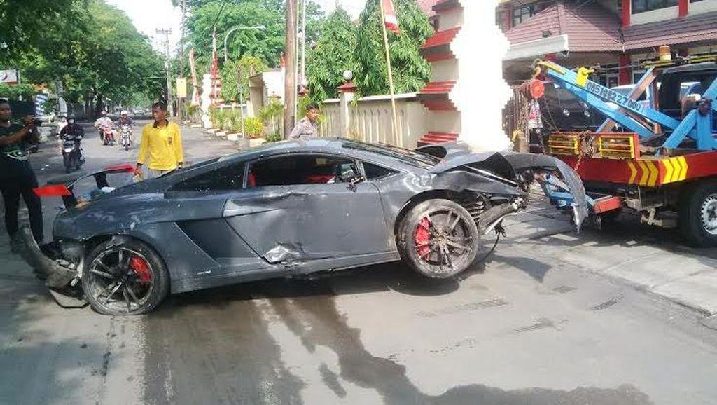 Ini Identitas Pengemudi Lamborghini yang Tabrak Warung STMJ di Surabaya