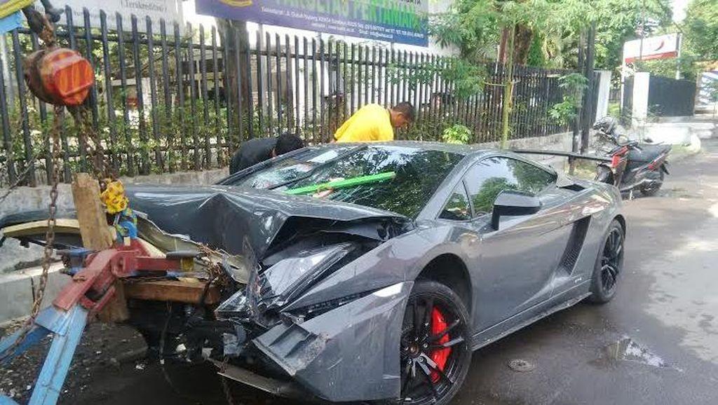 Polisi: STNK Ada, Lamborghini yang Tabrak Warung STMJ Tak Bodong