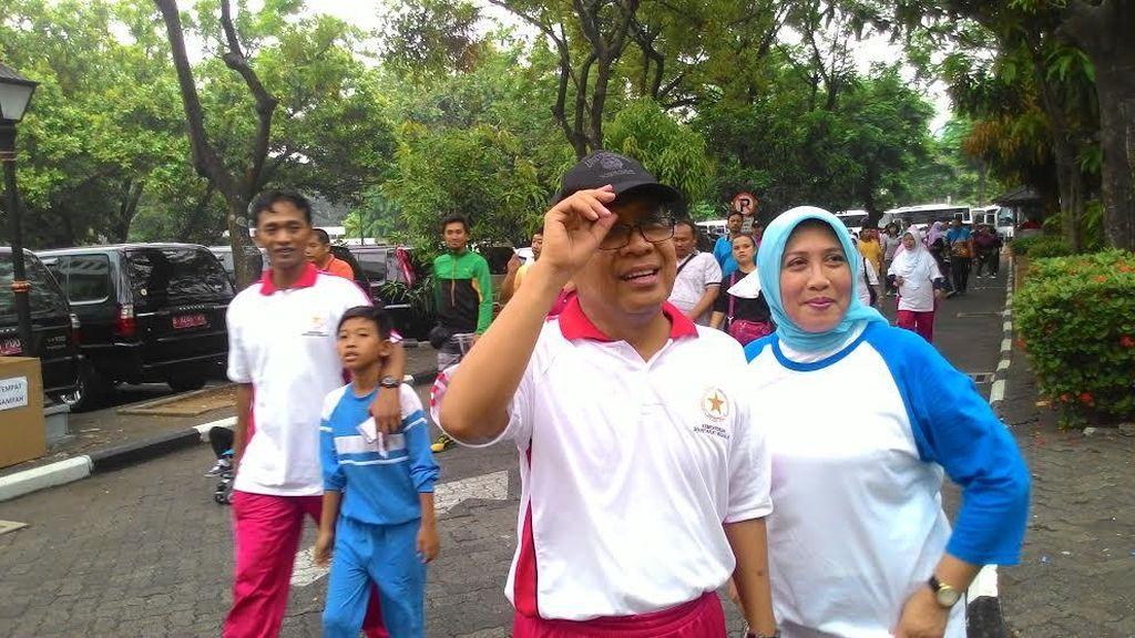 Perayaan HUT Korpri, Mensesneg Pratikno Ikut Jalan Sehat