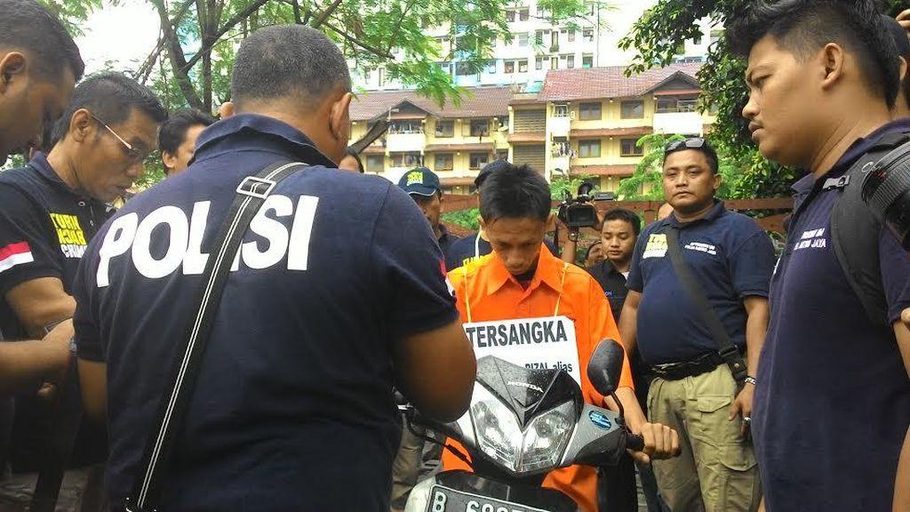 Rekonstruksi Pembunuhan Siswi di Jasinga, Tersangka Diteriaki Warga Benhil