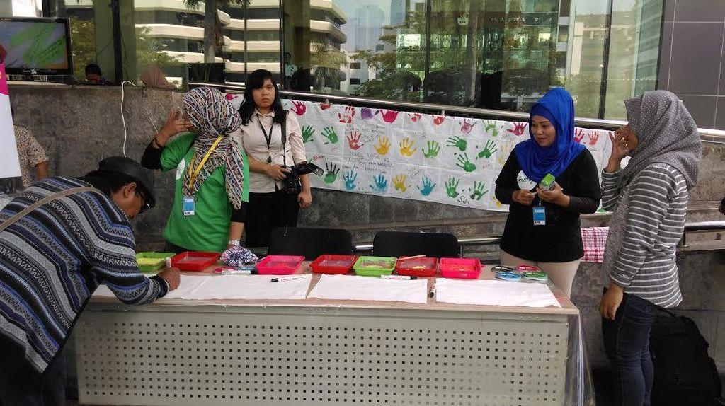 Jelang Hari Anti Korupsi, Aktivis LSM Galang Cap Tangan di KPK