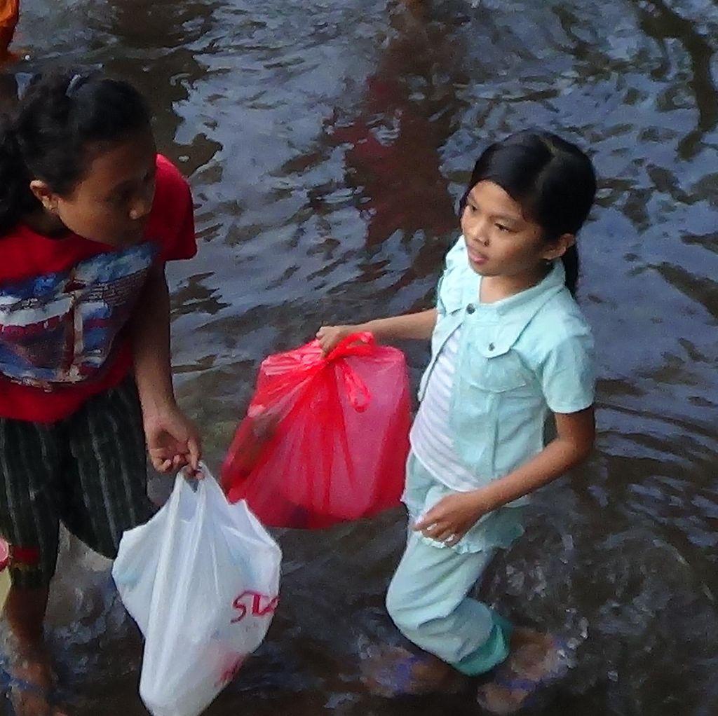 Sawah Tandus di Probolinggo Semburkan Air, Warga Geger