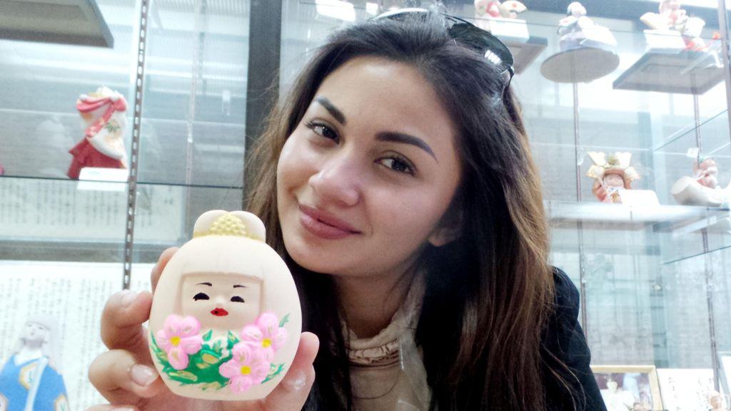 Lucunya Boneka Jepang Karya Ariel Tatum