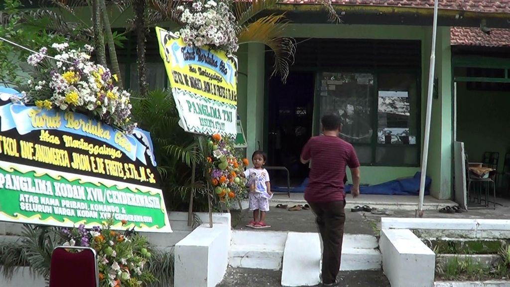 Duka Keluarga Letkol Anumerta Jhon de Fretes, Korban Penembakan OTK Papua