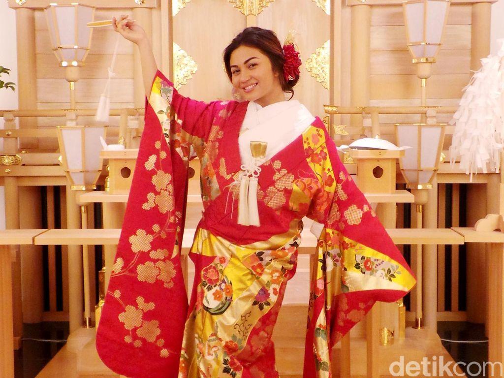 Cantiknya Ariel Tatum Berbalut Kimono