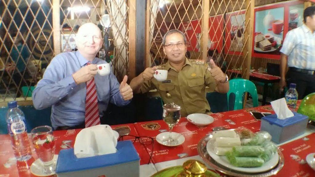 Diplomasi Warung Kopi ala Wali Kota Makassar dan Dubes Australia