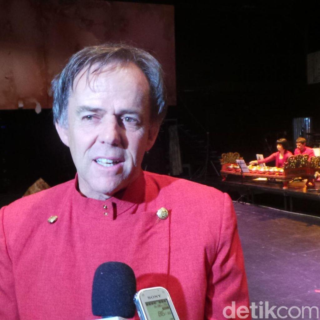 Guy Tunstill dari Adelaide dan Keluarganya ini Gemar Main Gamelan