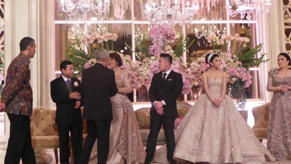 Senyum Novanto di Resepsi Pernikahan Sang Putri