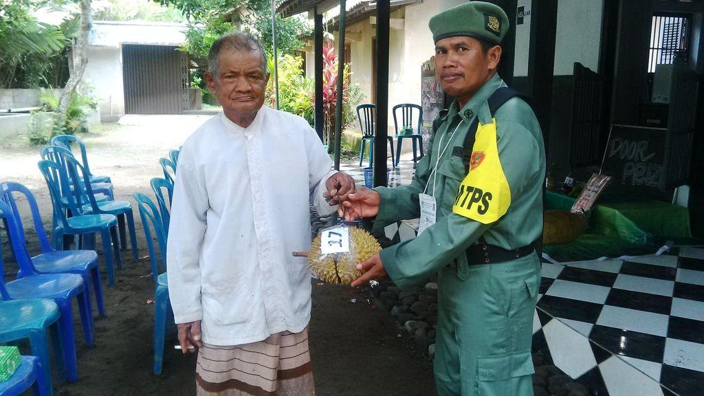 Nyoblos di TPS 17 Sleman Dapat Doorprize Terong, Ketela, Hingga Durian