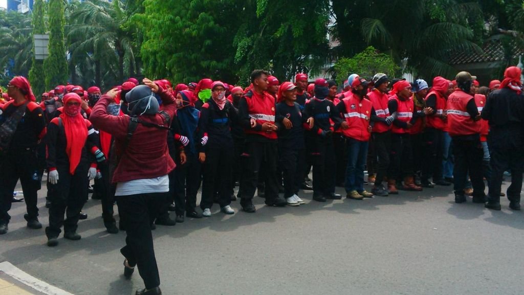 Buruh Demo PP Pengupahan Depan MK, TransJakarta Koridor I Dialihkan