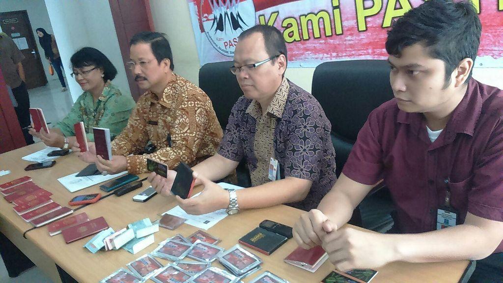 Imigrasi Medan Amankan 14 WNA Penjual Kartu Sakti Hemat Pulsa Listrik