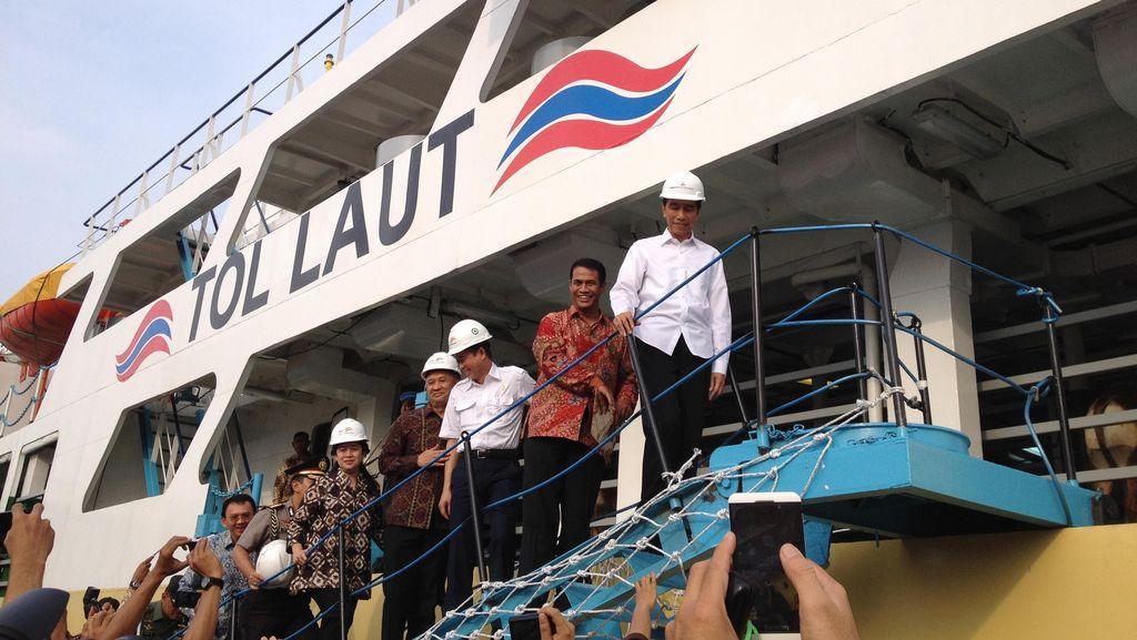 Didampingi Ahok, Jokowi Sambut Kedatangan Ratusan Sapi dari NTT