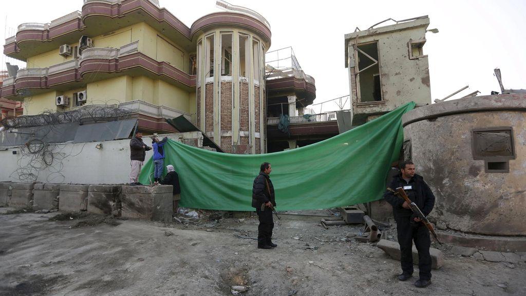 Bom Bunuh Diri Ledakkan Bus Media di Afghanistan, 7 Orang Tewas