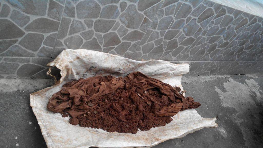 Polisi: Tulang yang Dibungkus Pocong di Kebagusan Adalah Kerangka Anjing