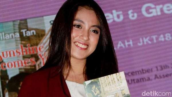 Nabilah JKT48 Manis Bergigi Gingsul